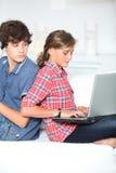 Tieners en technologie Stock Foto