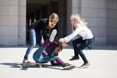 Tieners met skateboard Royalty-vrije Stock Fotografie