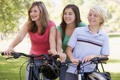 Tieners op Fietsen Stock Foto