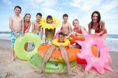 Tieners op strand Royalty-vrije Stock Afbeeldingen