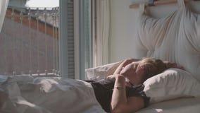 Tienerslaap in Bed stock videobeelden