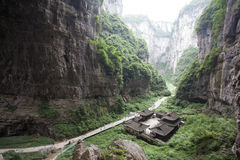 Tienfu takvåning i tre naturliga broar Arkivbild