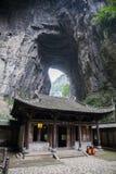 Tienfu takvåning i tre naturliga broar Arkivfoton