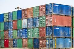 Tientsin Cina - il 4 luglio 2016: Scena del terminale del trasporto del contenitore del porto di Tientsin fotografia stock libera da diritti