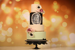4 tier wedding cake with roses Royalty Free Stock Images