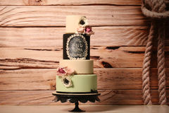 4 tier wedding cake with roses Royalty Free Stock Image