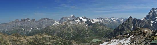 从Tierbergli小屋的全景 免版税库存图片