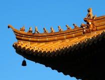 Tierfiguren auf chinesischem Dach Stockbild