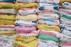 Tierfutter für Verkauf an einem landwirtschaftlichen Speicher in einem ländlichen Gebiet Lizenzfreie Stockfotografie