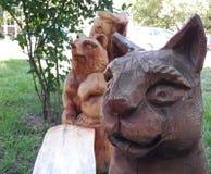 Tierische h?lzerne Skulpturen stockbilder