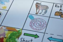 Tierisches englisches Aufkleberspiel auf Papier Stockfotos