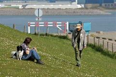 Tierliebhaber genießen sonnigen Frühlingstag und -natur Stockfotografie