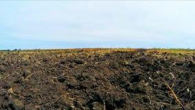 Tierra arada en el campo metrajes