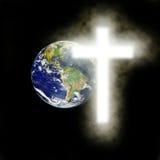 Tierra con la cruz religiosa con el fondo negro Imágenes de archivo libres de regalías