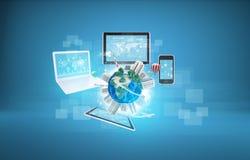 Tierra con los edificios y el ordenador portátil, tabletas, fotos de archivo libres de regalías