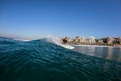 Tierra de Balito del agua que practica surf Foto de archivo