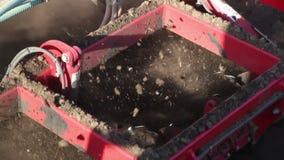 Tierra de cultivación del tractor almacen de metraje de vídeo