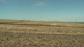 Tierra de cultivación del tractor en cierre del extremo para arriba metrajes