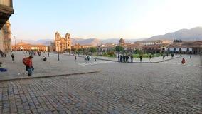 Tierra de desfile y catedral de Cuzco Perú almacen de metraje de vídeo