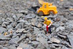 Tierra de excavación del trabajador, bajo construcción Fotografía de archivo libre de regalías