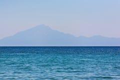 Tierra de la isla en distancia Fotografía de archivo