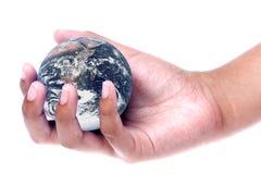 Tierra del planeta en la mano aislada Fotografía de archivo