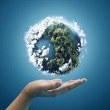 Tierra del planeta en manos Fotografía de archivo