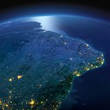Tierra detallada La zona oriental de Suram?rica El Brasil en una noche iluminada por la luna fotografía de archivo libre de regalías