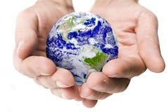 Tierra en manos Foto de archivo libre de regalías