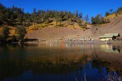 Tierra que acampa de Ranu Kumbolo fotografía de archivo