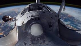 Tierra que está en órbita del transbordador espacial almacen de metraje de vídeo