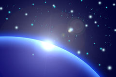 Tierra - salida del sol con los rayos y la llamarada de la lente Imagenes de archivo