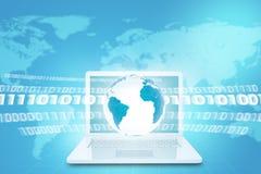 Tierra sobre el ordenador portátil blanco con el mapa del mundo stock de ilustración