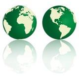 Tierra verde con la reflexión Fotos de archivo