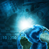 Tierra y calculadora en fondo del dinero Imágenes de archivo libres de regalías