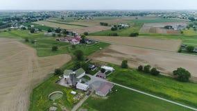 Tierras de cultivo de Amish en primavera según lo visto por un abejón metrajes
