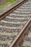 ties för korsstänger Fragment av en järnvägsspår Arkivfoton
