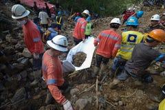 Tifón Ompong Mangkhut Filipinas de la tragedia del derrumbamiento de Ucab Itogon Benguet imágenes de archivo libres de regalías