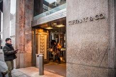 tiffany美国co公司珠宝的银器 NYC 库存照片