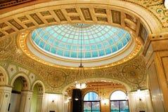 Tiffany Ceiling av Chicago den kulturella mitten Arkivbilder