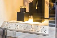 Tiffany & Co Tiffany ` s winkelen op een exclusief gebied van Milaan, Italië stock afbeelding