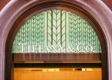 Tiffany- und Co-Zeichen auf Straßenshopfenster Rom Stockbild