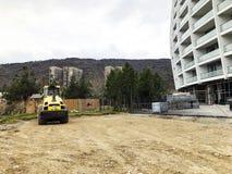 TIFLIS, GEORGIA - 17. MÄRZ 2018: Bau eines neuen hohen Wohnwohngebäudes in Tiflis, Georgia Stockbild