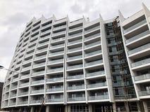 TIFLIS, GEORGIA - 17. MÄRZ 2018: Bau eines neuen hohen Wohnwohngebäudes in Tiflis, Georgia Lizenzfreie Stockfotos