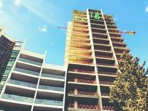 TIFLIS, GEORGIA - 25. MÄRZ 2018: Bau eines neuen hohen Wohnwohngebäudes in Tiflis, Georgia Lizenzfreie Stockbilder