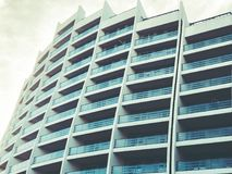 TIFLIS, GEORGIA - 25. MÄRZ 2018: Bau eines neuen hohen Wohnwohngebäudes in Tiflis, Georgia Lizenzfreies Stockbild