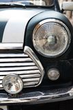 TIFLIS, GEORGIA - 9. MÄRZ 2016: Grüner Mini Cooper parkte auf Straße in Tiflis, Georgia Stockfotografie
