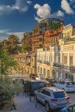 Tiflis Georgia - Metekhi-Aufstieg - malerische Straße von altem Tiflis lizenzfreie stockfotografie