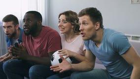 Tifosi che esprimono grande aspettativa della vittoria, deludente con perdita archivi video