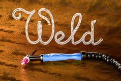 Tig-Schweißensgriff, Aufschriftschweißung auf einer Metallplatte Stockfotografie